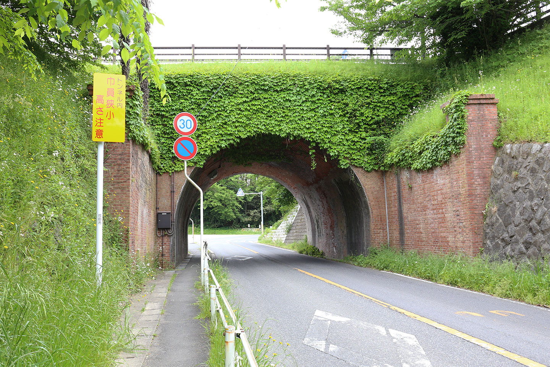 成宗電車のトンネル