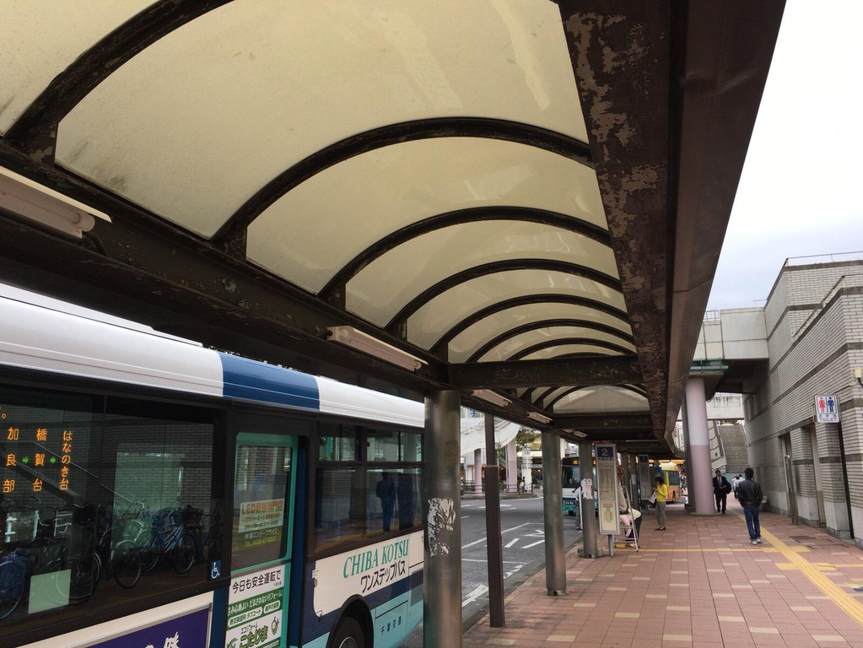 JR成田駅西口バス停_蛍光灯