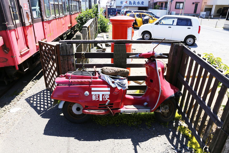 古い郵便配達バイク