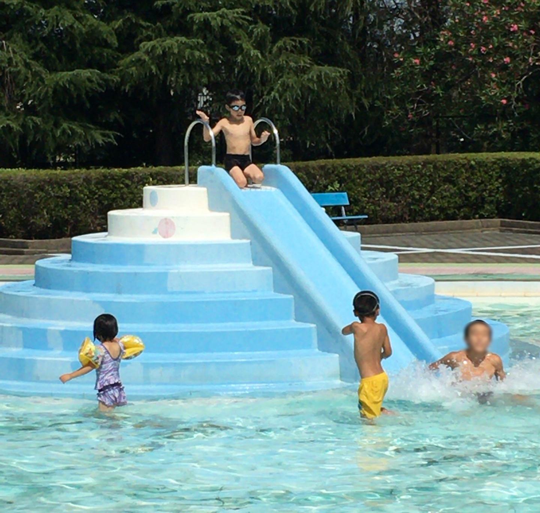 成田市のプール滑り台