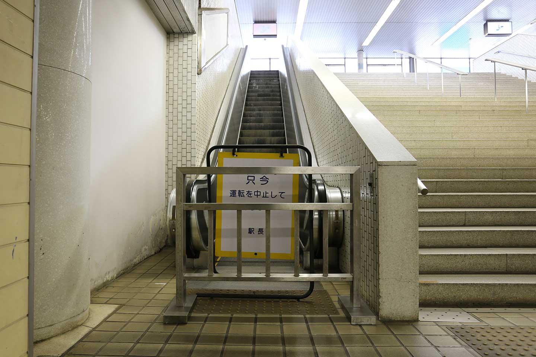 東成田駅 エスカレーター