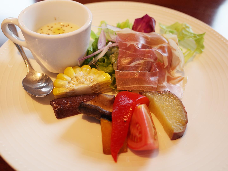 前菜とサラダの盛り合わせ